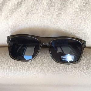 New Steve Madden Black Rimmed Sunglasses